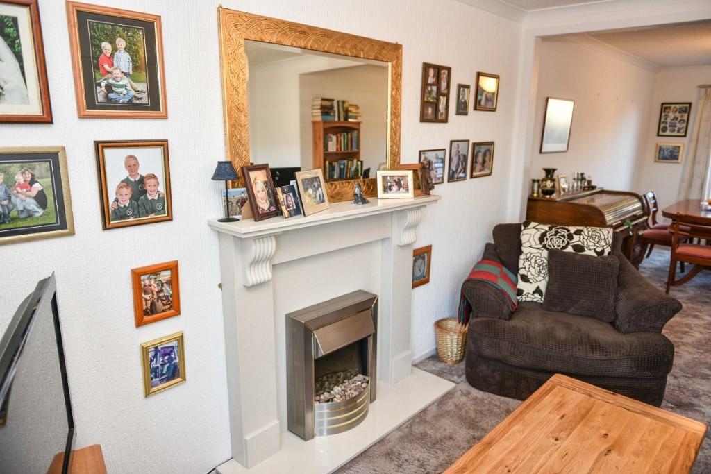 6 Invergarry Park Lounge