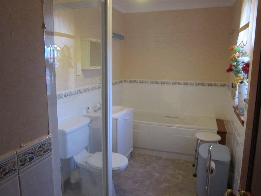 Dochas Glasterlaw Bathroom